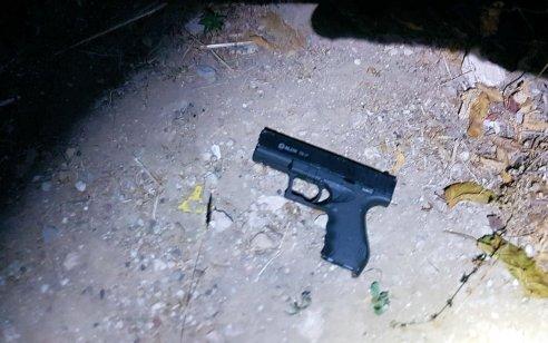 מאבק המשטרה בפשיעה החמורה: בתום מרדף רגלי בעיר רחובות – נעצר חשוד שהשליך אקדח