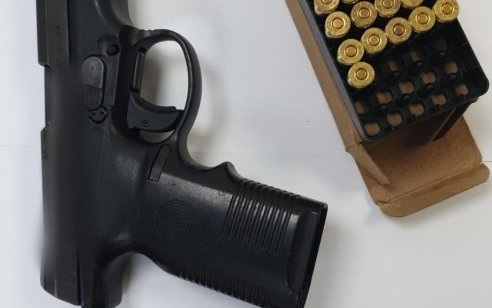 """תושב אעבלין שניסה להימלט נעצר לאחר מרדף כאשר על גופו בתוך פאוץ' נתפס אקדח 9 מ""""מ ותחמושת רבה"""