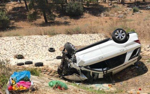 מאבד שליטה, מדלג מעל מכונית ומתהפך: תיעוד תאונה ליד נצרת – 3 בני משפחה נפצעו, בהם אם ובת במצב קשה