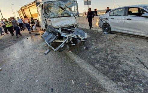 הרוג ו-8 פצועים, בהם קשה, בתאונה בין משאית ומספר רכבים בכביש 31 סמוך לצומת שוקת