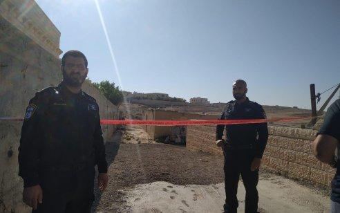 חשד לרצח בערערה: גופת גבר כבן 20 נמצאה במתחם מגורים – המשטרה פתחה בחקירה
