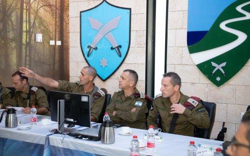 """בצל המתיחות עם חזבאללה: הרמטכ""""ל אביב כוכבי ביקר בגבול הצפון יחד עם קצינים בכירים נוספים"""