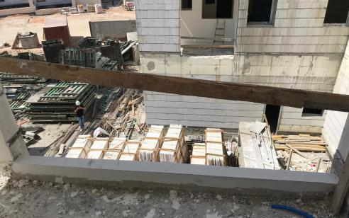 פועל זר מסין נפל מגובה של 9 קומות באתר בנייה בהרצליה ונהרג