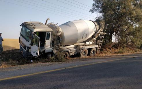גבר כבן 40 נפצע קשה בתאונה בין רכב למשאית בכביש 232 סמוך לצומת מבטחים