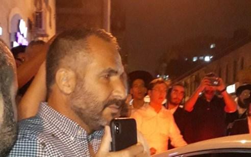 צפו: רון קובי ביקר בירושלים וסולק לאחר שעורר מהומה