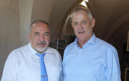 """ליברמן אחרי הפגישה עם גנץ: """"הויכוח כרגע מי יכהן כראש ממשלה ראשון ומי שני"""""""