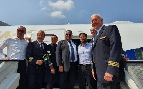 """מטוס """"ירושלים של זהב"""" של אל על, הדרימליינר ה-12 במספר של החברה, נחת הבוקר בשדה התעופה בן גוריון בישראל"""