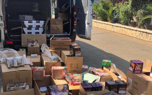 בתום פעילות סמויה נעצרו שני חשודים בסחר, בהפצה והחזקה של כ-4,000 זיקוקים