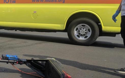 רוכב קורקינט חשמלי כבן 30 נפגע מרכב בתל אביב – מצבו קשה
