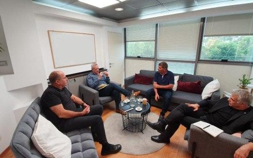 נתניהו הסכים לפגישת הצוות מחר עם כחול לבן – לוין ואלקין ימשיכו לייצג את גוש הימין
