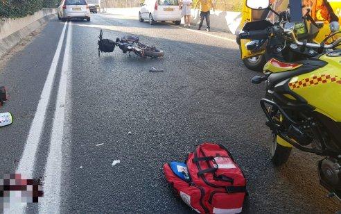 רוכב אופניים חשמליים כבן 30 נפצע קשה מפגיעת רכב בחולון