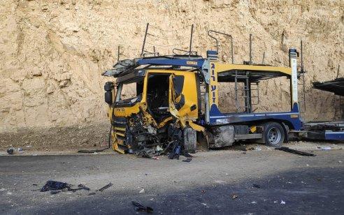 שני פצועים קשה ובינוני בתאונה בין רכב מסחרי למשאית בכביש 90 סמוך לצומת פארן