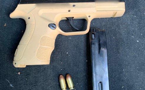 בלשי משטרה עצרו 2 חשודים תושבי טמרה ותפסו אקדח לאחר שהושלך מחלון הרכב