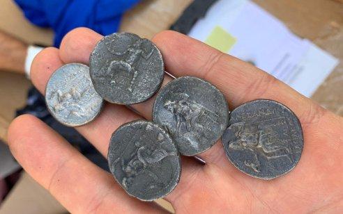 סוכל ניסיון להברחת 69 מטבעות עתיקים ונדירים מתקופת אלכסנדר מוקדון מרצועת עזה דרך מעבר כרם שלום