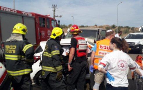 חמישה פצועים, בהם ילד ואישה במצב קשה, בתאונה בכביש 65 סמוך לבית קשת
