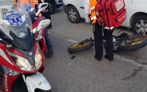 פצועים בינוני וקל בתאונה בין אופניים חשמליים לשני רכבים בחיפה