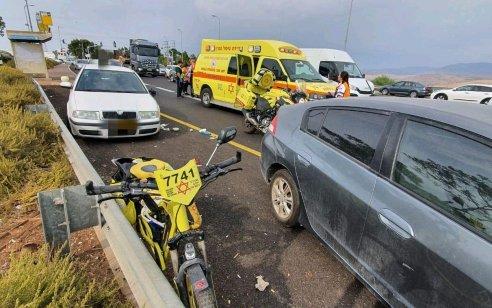 פצוע קשה ושניים בינוני לאחר שרכב פגע בהולך רגל וברכב נוסף סמוך לצומת פוריה