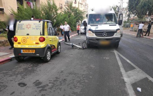 נער כבן 13 שרכב על אופניים נפגע מרכב בבני ברק – מצבו בינוני