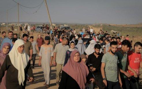 טרור שישי בגדר: אלפי מחבלים מתפרעים ומשליכים מטענים ואבנים במספר מוקדים בגבול עזה