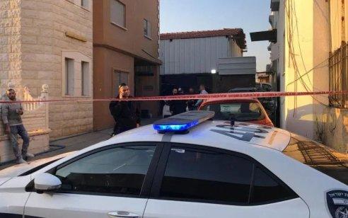 בעל בית ירה לעבר 3 פורצים בחיבת ציון: מצבו של אחד מהם קשה מאוד – חבריו נמלטו