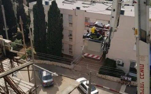 פועל בן 45 נפגע מחפץ כבד בחיפה – מצבו קשה