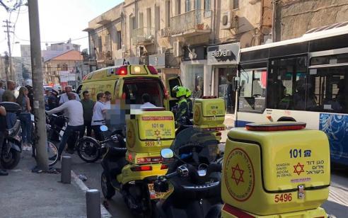 הולכת רגל נפגעה מאופנוע בתל אביב – מצבה בינוני