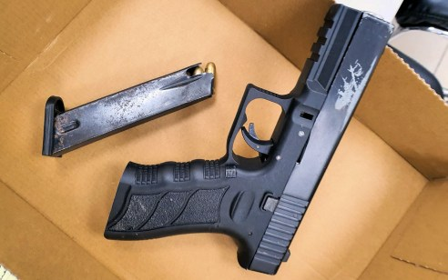 תושב יבנה נעצר לאחר שהגיע לקחת אקדח שהוסתר בשיחים