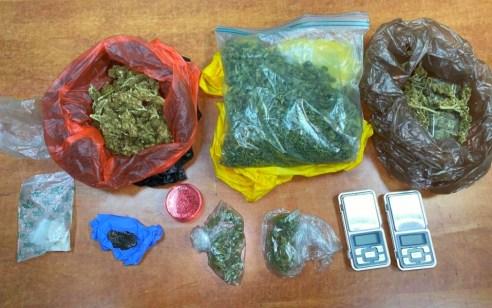 נעצר חשוד שנהג ברכב בזמן פסילה וברשותו נתפסו חומרים החשודים כסמים בכמויות מסחריות