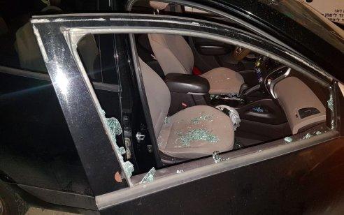 אישה כבת 55 נפגעה מאבנים שהושלכו לעבר רכב סמוך לצומת העוקפים