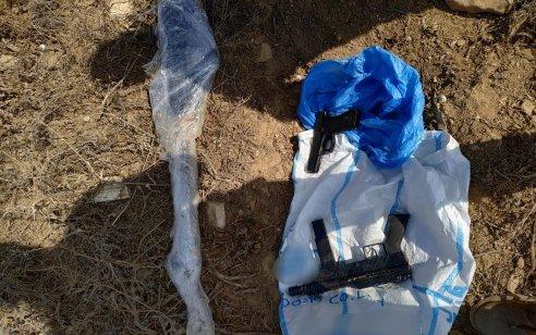 המאבק באיתור נשק לא חוקי: בחיפוש שבוצע בשטחי הפזורה הבדואית בכביש 25 אותרו 3 כלי יריה