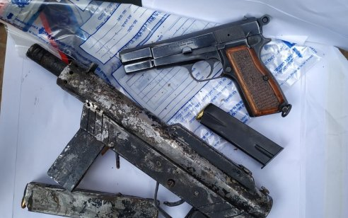 רובים, אקדח ומנות סם נתפסו במבצע חיפושים בלוד