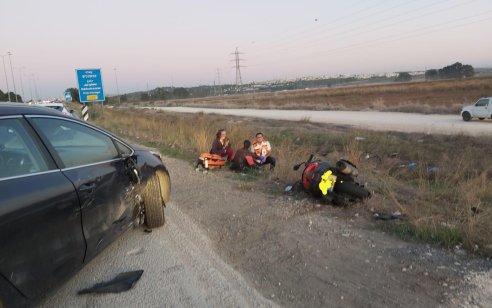 רוכב אופנוע כבן 20 נפצע בינוני בתאונה במחלף נחשונים