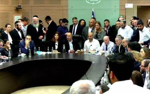 דרמה לילית בכנסת: נמנע מחטף של המפלגה הערבית לביטול 'חוק קמיניץ'