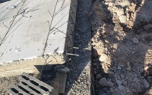 פועל בן 28 נהרג מנפילת קיר בטון באתר בניה בישוב בני דקלים