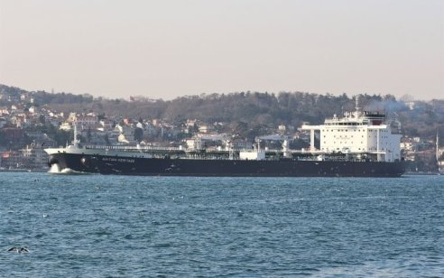 """ארה""""ב עצרה ספינה איראנית עם חלקי טילים בדרכה למורדים בתימן"""