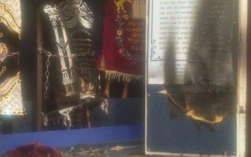 אלמונים פרצו לבית כנסת במודעין עילית וניסו לשרוף ספרי תורה – המשטרה פתחה בחקירה