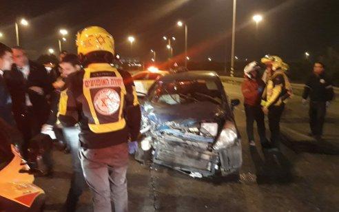 שישה פצועים בינוני בתאונה בכביש 40 סמוך למחלף לוד