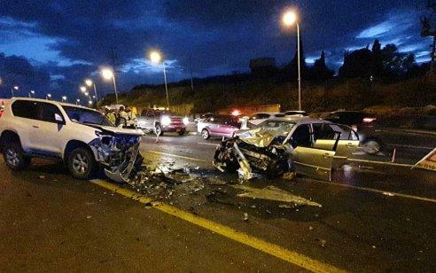 הרוג ופצוע בינוני בתאונה בין 2 רכבים בכביש 42 סמוך לעיינות