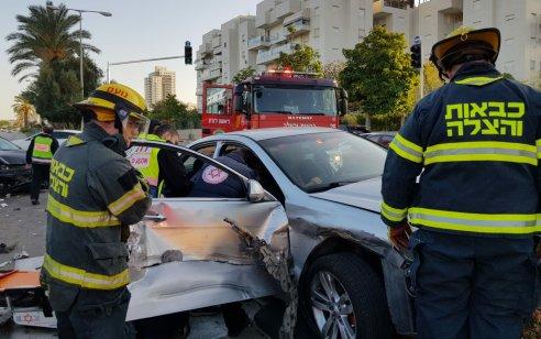 אישה בת 54 נפצעה בינוני ו-2 קל בתאונה בין 2 רכבים בראשון לציון