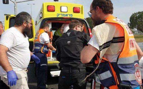 גבר כבן 70 נפצע קשה לאחר שנפל מגובה בנס ציונה