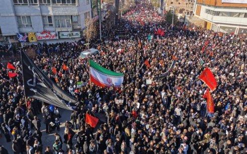 איראן: 50 הרוגים ו-213 פצועים במנוסת בהלה בהלוויתו של קאסם סולימאני
