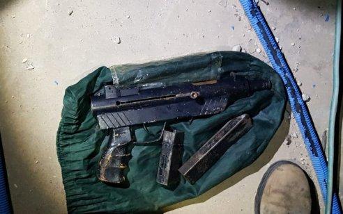 ערבי תושב מזרח י-ם נעצר לאחר שהחביא נשק מאולתר על גג אחד הבתים של משפחתו