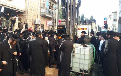 עשרות מפגינים חוסמים כבישים וגורמים נזק לציוד בהפגנה בירושלים – 7 מתפרעים נעצרו