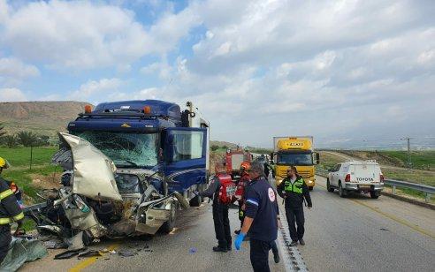 צעירה בת 27 נהרגה בתאונת דרכים בין משאית לרכב פרטי בכביש 90 סמוך לארגמן