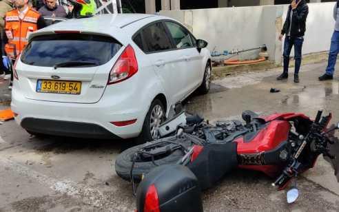 פצוע בינוני ופצועה קל בתאונה בין אופנוע לרכב בהרצליה