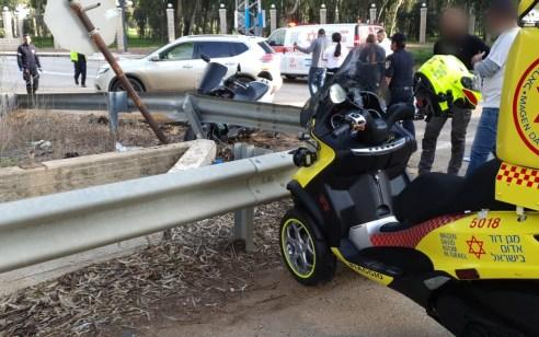 רוכב אופנוע החליק והתנגש במעקה בטיחות סמוך לצומת בוסתן הגליל – מצבו בינוני