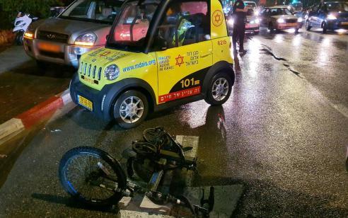 בן 16 שרכב על אופניים חשמליים נפצע קשה מפגיעת רכב בנתניה