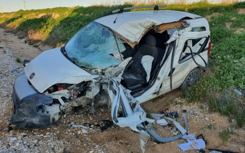 שני פצועים קשה וקל בתאונה בין רכב למשאית בכביש 242 סמוך לכיסופים