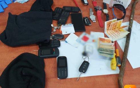 שוטרים עצרו על חם חולית חשודים בהתפרצות לדירה באשקלון וברשותם נתפס רכוש גנוב