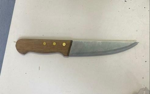 סוכל פיגוע: נעצר מחבל עם סכין לאחר שתקף לוחם סמוך למערת המכפלה